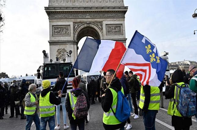 Fransa'da sarı yeleklilerin gösterileri 4'üncü ayını doldurdu
