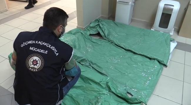 15 göçmenin yakalandığı operasyonda ele geçirilen tulumlar şaşırttı